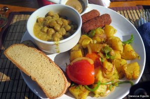 """The """"English Breakfast"""" at Bean Me Up Hotel"""